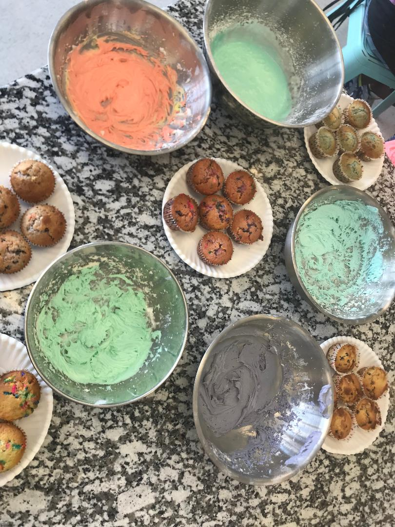 Holiday Cupcake Wars! Ages 5-12